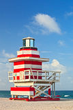 Maître nageur d'art déco de Miami Beach la Floride, rouge et blanc hous Images stock
