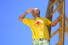 Maître nageur en service Images libres de droits