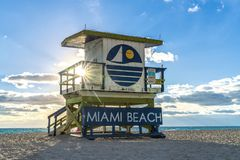 Maître nageur Hut Sunrise en Floride photos stock