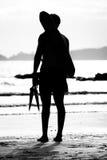 Maître nageur se tenant prêt la mer Photo libre de droits