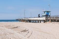 Maître nageur Tower sur le pilier de pêche de plage de Venise en Californie du sud Photo libre de droits