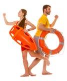 Maître nageurs courant avec la balise d'anneau de délivrance en service Photo stock