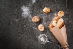 Maïs éclaté de Cronuts, trous de butées toriques de souffle images libres de droits