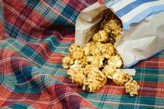 Maïs éclaté doux et croquant délicieux de caramel Photographie stock libre de droits