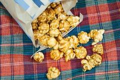 Maïs éclaté doux et croquant délicieux de caramel Images libres de droits