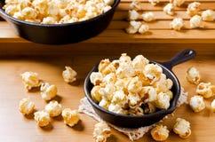 Maïs éclaté fait maison de caramel image libre de droits