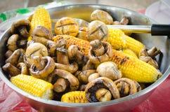 Maïs avec des champignons Photographie stock