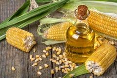 Maïs avec les poussières abrasives polenta et l'huile de maïs Images libres de droits
