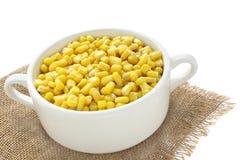 Maïs dans une cuvette Images stock