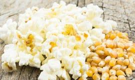 Maïs et maïs éclaté Photo libre de droits