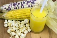 Maïs et produits photographie stock libre de droits