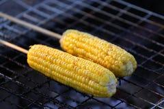 Maïs sur le BBQ Image stock
