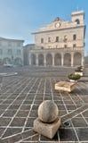 Mañana brumosa en cuadrado italiano Fotos de archivo