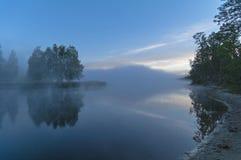 Mañana brumosa en el río Imágenes de archivo libres de regalías