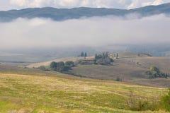 Mañana brumosa en Toscana Italia Fotografía de archivo libre de regalías