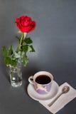 ¡Mañana, coffe, color de rosa y amor! Fotografía de archivo