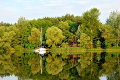 Mañana cubierta en el río en el verano Imagen de archivo libre de regalías