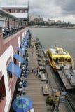 Mañana de domingo en el embarcadero 17.NYC imagen de archivo