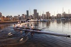 Mañana de Fours de las muchachas del rowing de la regata  Foto de archivo libre de regalías