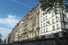 Mañana de la arquitectura de la calle de París Fotos de archivo libres de regalías