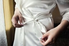 Mañana de la novia, la novia lleva un vestido, una boda, galán foto de archivo