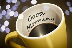 mañana de la sorpresa de la taza de café buena imágenes de archivo libres de regalías