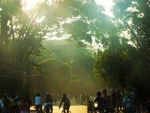 Mañana de la subida de Sun en los lugares públicos Foto de archivo