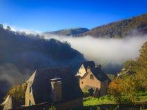 Mañana de niebla, en Francia central/meridional Foto de archivo