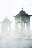 Mañana de niebla en St Petersburg en el río de Fontanka imagen de archivo