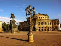 Mañana del comienzo del verano de la ópera de Dresden, Alemania Imagen de archivo