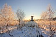 Mañana del invierno del molino de viento Fotografía de archivo libre de regalías