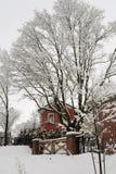 Mañana del invierno en la pequeña ciudad Fotos de archivo