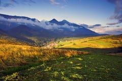 Mañana del verano en alto Tatras (Vysoké Tatry) Imagen de archivo libre de regalías