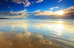 Mañana del verano en la playa Foto de archivo
