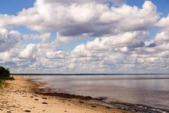 Mañana del verano por la playa Fotos de archivo libres de regalías