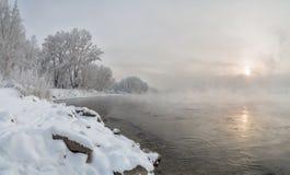 Mañana en el banco del río Yeniséi Imagen de archivo