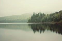 Mañana en el lago imagen de archivo