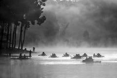 Mañana en el lago punzada-Ung, al norte de Tailandia Imagen de archivo