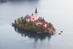 Mañana en el lago sangrado fotografía de archivo libre de regalías