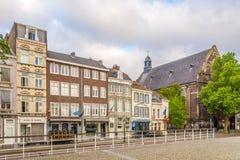 Mañana en el paso de Kesselskade en Maastricht - Países Bajos fotografía de archivo