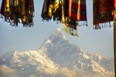 Mañana en el pico de la espina de pescado de Annapurna Foto de archivo
