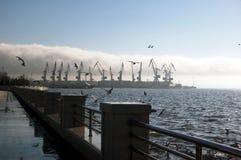 Mañana en el puerto de Baku fotografía de archivo