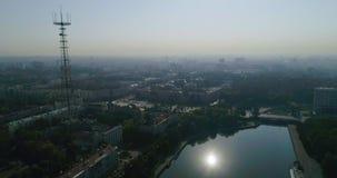 Mañana en la ciudad de Minsk Capital de centro ity de Bielorrusia, opinión del ¡de Ð del abejón del área, del cuadrado y del tráf almacen de metraje de vídeo