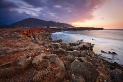 Mañana en la costa de Creta del sudeste. Fotografía de archivo