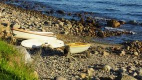 Mañana en la piedra de la costa - Báltico Imagen de archivo