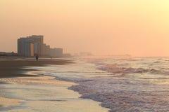 Mañana en la playa con el embarcadero Imagen de archivo libre de regalías