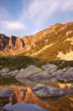 Mañana en montañas gigantes Foto de archivo libre de regalías