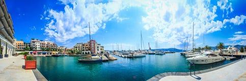 Mañana en Oporto Montenegro Yates hechos excursionismo por el sol foto de archivo libre de regalías