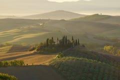 Mañana en Toscana Vista del belvedere del chalet, Italia Imagenes de archivo