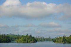 Mañana en un lago alejado wilderness Imagenes de archivo